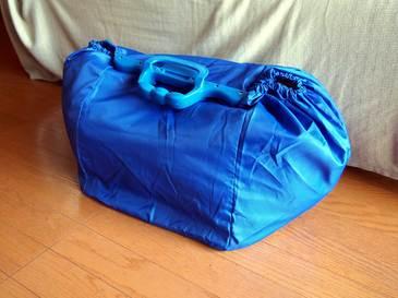 アズーリ色のショッピングバッグ